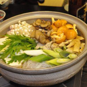 キノコ鍋を美味しく作るコツを紹介。鍋に使うきのこの種類や味付けは