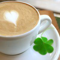 コーヒーにチョコレートって合うの?実際に溶かして混ぜてみた。