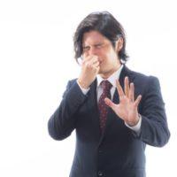 会社の同僚が臭い!なぜ自分の体臭に気付かない?効果があった伝え方