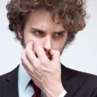 部屋がカメムシ臭い時のにおいの取り方。匂いの元は簡単に消せる